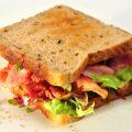 朝食にフル活用!具のこぼれないパンの切り方で片付けも楽チン♪