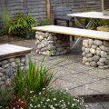 ベンチをDIYしてお気に入りのお庭を作ろう!実例7選